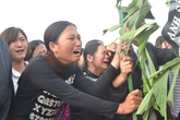Gia đình, xóm làng khóc thương tiễn đưa bé gái 9 tuổi bị sát hại ở Nhật