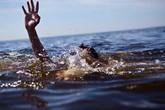 Bé trai 2 tuổi đuối nước khi trượt chân xuống hồ sau nhà