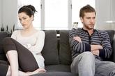 Vợ cũ của chồng tôi thường xuyên đến nhà xin tiền