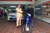 Cụ ông lặn lội từ Cao Bằng xuống Thủ đô nhận lại chiếc xe máy sau 11 năm bị mất cắp