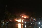Cháy cực lớn ở siêu thị Thành Đô trên đường Giải Phóng trong đêm mưa