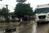 Quảng Ninh: Đâm vào xe máy, nạn nhân bị container cán tử vong