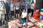 Đàm Vĩnh Hưng muốn mua hết thịt lợn của người phụ nữ bị hắt dầu luyn ở Hải Phòng