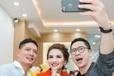 Diễn viên Bình Minh chúc mừng Hoa hậu Diễm Hương lần 2 trở thành bà chủ