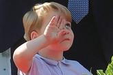 Con trai công nương Kate ngáp ngủ bị mẹ nhắc nhở, thế mới thấy làm hoàng tử chẳng sướng chút nào