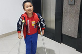 Vụ tông xe gãy chân học sinh trường tiểu học Nam Trung Yên: Tâm sự đẫm nước mắt của người mẹ