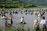 """Hàng nghìn người """"đội nắng"""" tham gia ngày hội đánh cá"""