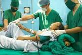 Cắt bỏ khối u khổng lồ cho người phụ nữ dị tật