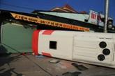 9 người bị thương trong vụ lật xe khách