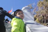 Đón tuyết... hụt ở Sa Pa, trẻ em mệt nhoài theo bố mẹ lên đỉnh Fansipan