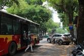 """Hà Nội: Nhiều điểm đỗ xe """"ăn gian"""" lòng đường"""
