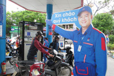 Người dân nói gì về cách cây xăng Việt cảm ơn khách bằng... hình nộm?