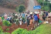 Nguy cơ vỡ đê sông Bưởi, hàng nghìn hộ dân phải di tản