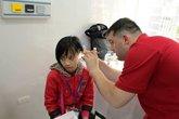 Tặng 400 máy trợ thính cho bệnh nhân khiếm thính