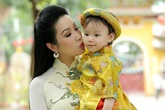 Trịnh Kim Chi cùng con gái đi lễ chùa đầu năm
