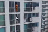 Lính cứu hoả tung cước cứu cô gái định nhảy lầu tự tử