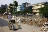 Báo động những bãi phế thải đổ trộm trên nhiều tuyến đường Hà Nội