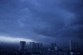Mây đen phủ kín trời Hà Nội trong cơn mưa giông lớn