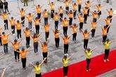 200 bạn trẻ hào hứng tham gia nhảy flashmob trong ngày Dân số Thế giới