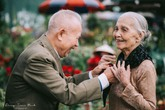 """Chuyện đời cặp vợ chồng gần 100 tuổi bất ngờ nổi tiếng sau bộ ảnh """"Ông bà anh"""""""
