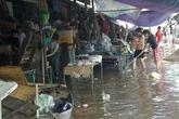 Nghệ An: Tiểu thương chợ Vinh khốn khổ sau mưa lớn