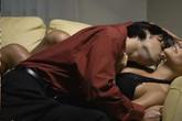 Nhà bị trộm, chồng cuống cuồng tìm vợ thì phát hiện vợ đang trên giường anh hàng xóm