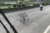 Quảng Ninh: Bàng hoàng xe khách bị bắn vỡ kính khi đang lưu thông