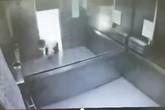 Người đàn ông tử vong do kẹp nửa người trong thang máy