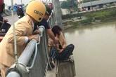 Thái Bình: Giải cứu người phụ nữ định nhảy cầu tự tử