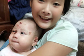 Chuyện chưa kể về chị gái của bé trai bị bỏ rơi sau 24 giờ tuổi