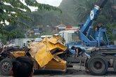 Quảng Ninh: Xe container lật nhào, tài xế nguy kịch