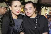 Con gái Phi Nhung lần đầu xuất hiện bên mẹ ở Việt Nam