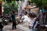 """Hà Nội: Sau chỉ đạo từ trên, quận Hai Bà Trưng có giải quyết được vụ cấp sổ đỏ """"nhầm"""" vào đất nhà thờ họ?"""