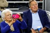 Vợ chồng cựu Tổng thống Bush cùng nhập viện