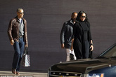 Obama tươi cười xuất hiện cùng vợ giữa nghi án 'nghe lén'