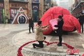 Cầu hôn bạn gái bằng thiên thạch nặng 33 tấn