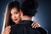 Tại sao đàn ông thích khoe vợ hấp dẫn
