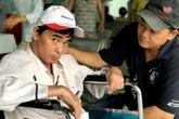 Nguyễn Hoàng nhập viện do chân bị 'hóa thạch'