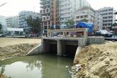 Du khách bức xúc vì cống nước hôi thối chảy ra biển Sầm Sơn