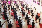 Trường Trung Quốc kỷ niệm thành lập bằng lễ cưới của 115 đôi trẻ