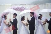 Kỳ lạ 8 cặp đôi cùng lớp cưới nhau chung một ngày