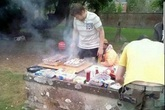 Mở tiệc thịt nướng BBQ trên mộ đá