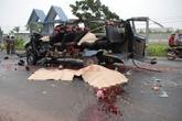 Kinh hoàng hai xe khách đấu đầu, 6 người tử vong