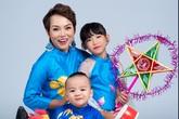 Con gái Thái Thùy Linh tươi cười bên mẹ và em trai út
