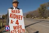 Cụ ông 74 tuổi đeo biển lang thang xin thận cứu vợ