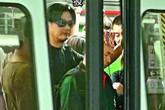 Giàu có nhất nhì Hong Kong, Châu Nhuận Phát vẫn chen chúc tàu điện ngầm, đi mua giày giảm giá