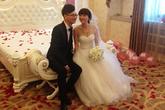 """Sự thật về đám cưới có một không hai giữa """"phi công trẻ"""" 21 tuổi và mẹ của bạn thân 55 tuổi"""