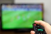 4 chiêu xử lý để con không 'dán mắt vào tivi'