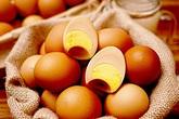 Đắt gấp 10 lần, tranh nhau mua trứng gà Hàn Quốc tẩm bổ