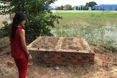 Vụ 2 anh em ôm nhau chết ở ruộng lúa: Người mẹ thất thần bên phần mộ mới đắp 2 con trai